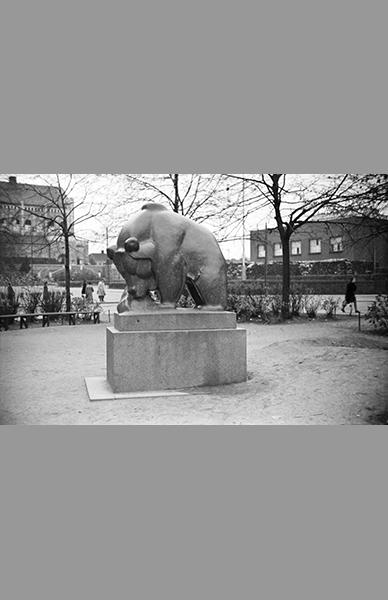 Karhupuiston Mesikämmen 1940 – Väinö Kannisto / Helsingin kaupunginmuseo