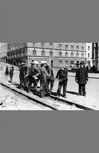 Raitiokiskotyöt 1941 – Väinö Kannisto / Helsingin kaupunginmuseo
