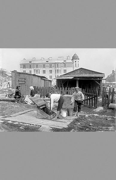 Pojat kaivolla 1911